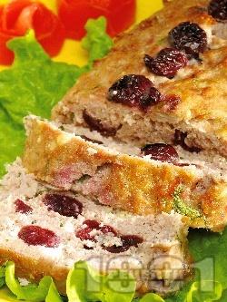 Месно руло със свинска кайма и вишни - снимка на рецептата
